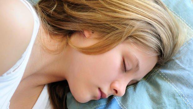Dormir ate mais tarde na adolescência ajuda nos estudos - tirandoduvidas.com